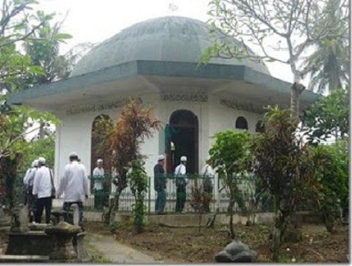 Wisata Ziarah di Makam Habib Ahmad Bafaqih di Kemusuh dan Kisah Karomahnya