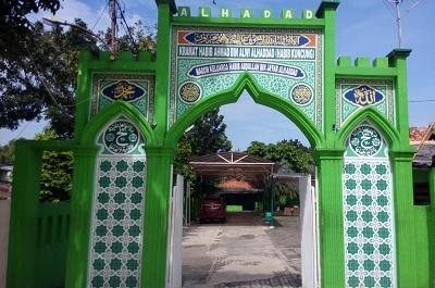 Lintas Ziarah dan Bertawassul di Makam Habib Munzir Jakarta
