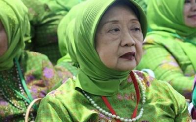 Biografi Nyai Hj. Aisyah Hamid Baidlowi