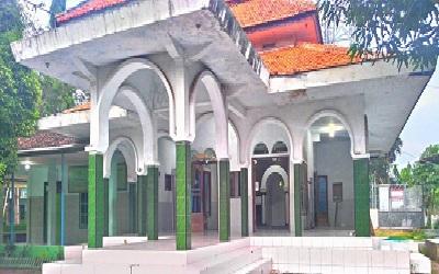 Pesantren Salafiyah Al-Choliliyah Lekok Pasuruan